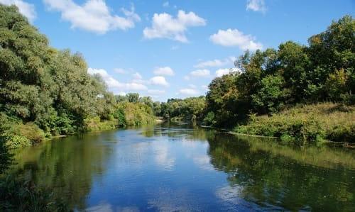 река с течением