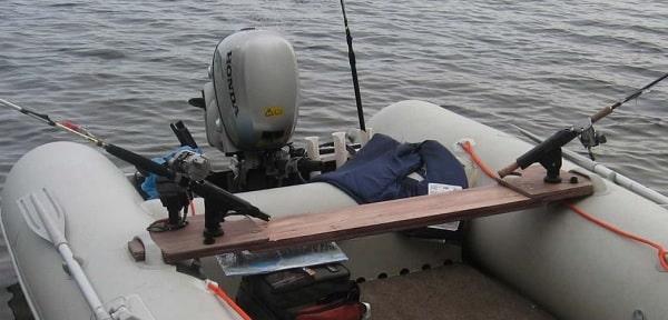 держатель для удилищ в лодке