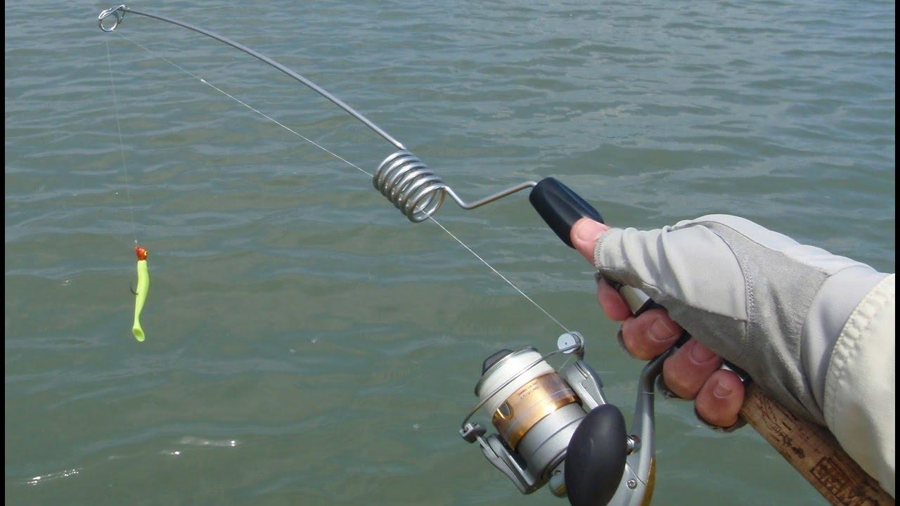 Рыбаки используют поплавочную удочку и спиннинг