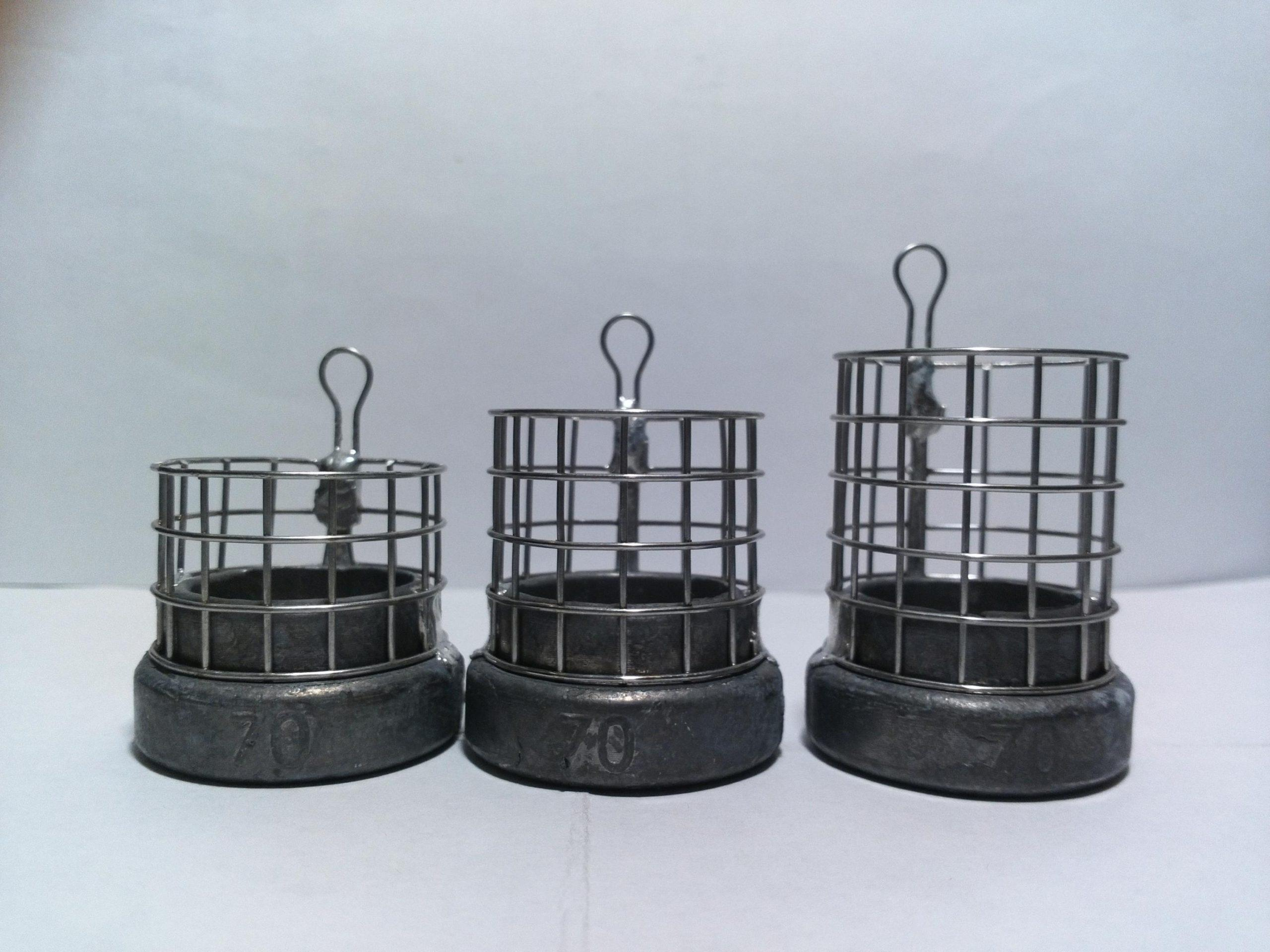 Кормушка из металлической сетки