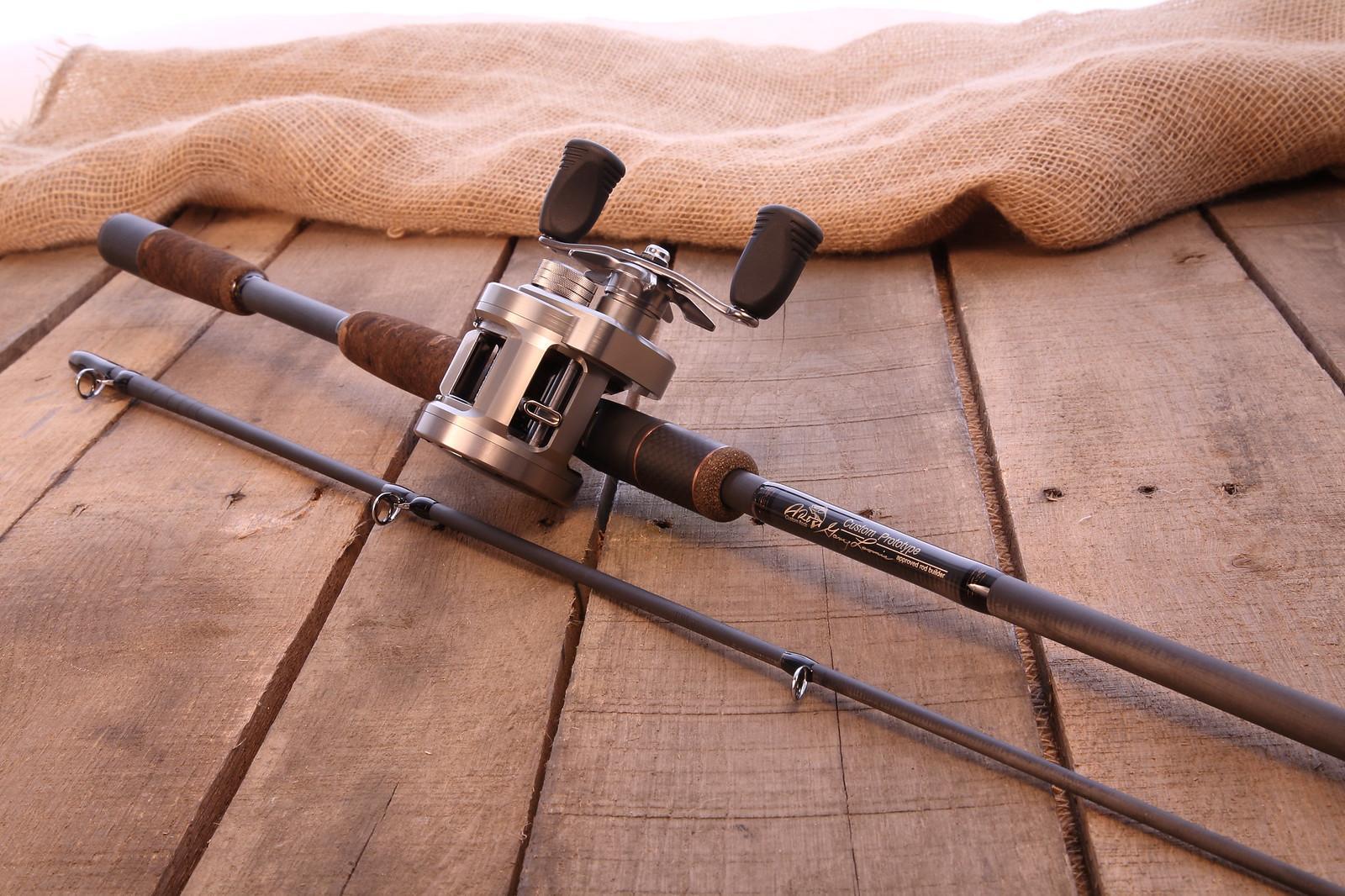 Кастинговая палка с катушкой